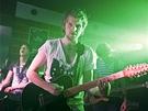 Kapela Nebe b�hem koncertu v hav��ovsk�m klubu Stol�rna, kde pok�tila sv� debutov� album Legosv�t. (14. dubna 2012)