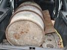 Osobní vozidlo Škoda Felicia combi s kradeným sudem plným hliníku zastavili