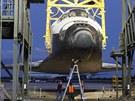 K letu připravený Discovery stoupá vzhůru, aby byl připravený k nakládání. A...