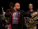 Kapelník skupiny The Tap Tap Šimon Ornest se svými svěřenci a hosty