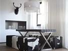 J�delna je propojen� s kuchyn�. St�l a lavici si nechala majitelka vyrobit