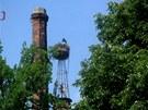 V Milíně jsou dnes komíny dva, konstrukce pro čapí hnízdo se stavěla v 80.