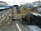 Oprava železničního koridoru v Plzni, stavba podchodu z nádražní budovy do...
