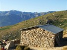 Výstup na Monte Cinto vede kolem salaše Bergerie du Cesta a chaty Erco.