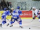PROSMKNE SE? Leo ermk z Komety Brno se sna prodrat pes pardubickou