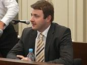 Ji�í Fremr (vpravo) u plze�ského soudu.