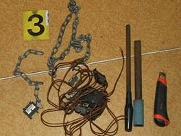 Nalezené zlodějské nářadí, které muž z Orlové použil při vykradení marketu.