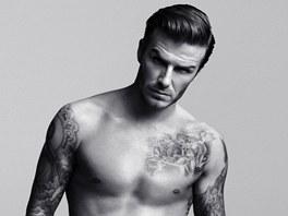 David Beckham v reklam� na spodn� pr�dlo, kter� s�m navrhl.