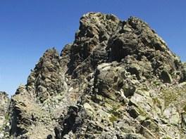 Monte d´Oro je skalnatý kopce, z jehož vrcholu spadají suťové žlaby.
