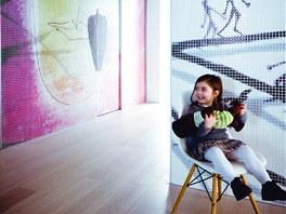 Náměty digitální mozaiky jsou jak abstraktní, tak parafrázují tváře i příběhy