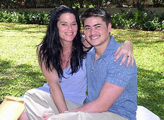 Těhotný muž Thomas Beatie s manželkou Nancy na archivní fotografii