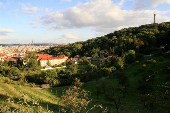 Pet��n - 327 metr� vysok� kopec p��mo v�centru Prahy. Jeho svahy nab�zej�