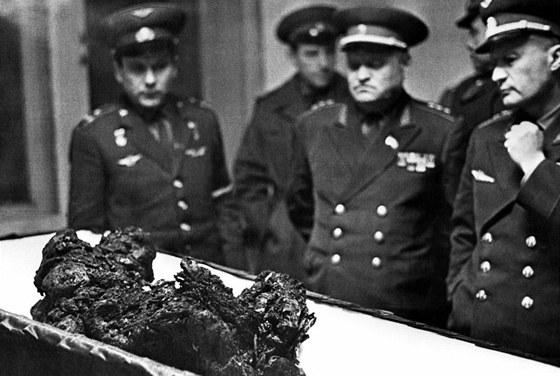 Údajné ostatky Vladimíra Komarova po převozu do Moskvy