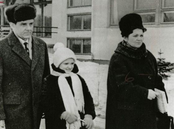 Vladimir Komarov s dcerou Irinou a ženou Valentinou