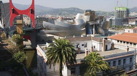 Lokalita, kde stojí muzeum, leží ve středu trojúhelníku, jehož vrcholy tvoří