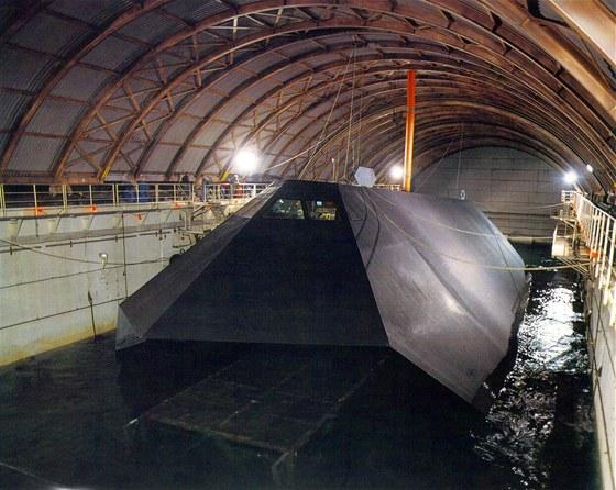 Nejtajnější loď USA je na prodej v aukci, kupec ji musí sešrotovat.
