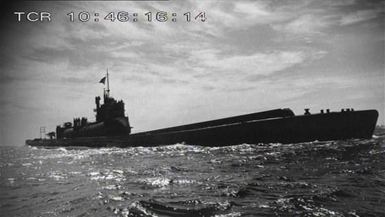 """Nástavbě """"podmořských letadlových lodí"""" dominoval válcový hangár pro tři"""