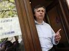 B�val� premi�r Jan Fischer p�ed svou volebn� kancel��� na pra�sk�m �i�kov� (28. dubna 2012)