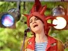 Lenka Dusilová při vystoupení divadelně hudební skupiny Kašpárek v rohlíku v