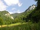 1 Jánošíkove diery jsou součástí národní přírodní rezervace Rozsutec.