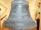 Zvon ve zrekonstruovaném klášteře v Hostinném