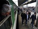 Kolik n�s bude? Odbor��i z Moravy cestuj� vlakem na demonstraci do Prahy, kter�