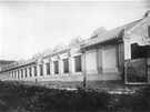 Biskupcova ulice s novou lod� vozovny v roce 1927