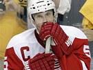 SMUTN� POHLED. Nicklas Lidstr�m, kapit�n hokejist� Detroitu, zklaman� sleduje...