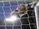 MÁLEM JSEM TO MĚL. Brankář Realu Madrid Iker Casillas byl blízko, aby...
