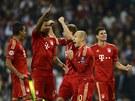 JSME VE FINÁLE. Fotbalisté Bayernu Mnichov se radují po vítězství v penaltovém...