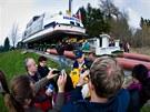 20.4. 2012 Výletní loď Adalbert Stifter pro dvě stě padesát lidí dnes s pomocí
