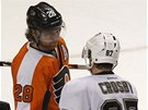 TAK ZASE NKDY. Claude Giroux (vlevo), hvzda Philadelphie, se po postupu do