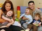 Thomas Beatie s manželkou Nancy a jejich děti Susan, Austin a Jensen