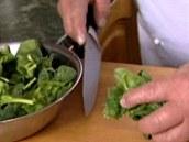 Očištěný špenát pokrájejte.