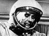 Vladimír Komarov v roce 1962 při nácviku pro letu v jednomístné lodi Vostok