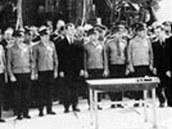 Tradiční oficiální setkání s obsluhou startovací rampy den před startem Sojuzu-1