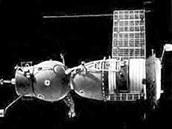 Lodi Sojuz-1 se nevyklopil levý solární panel