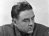 Vladimír Komarov před půlnocí dne 22.4.1967 nedlouho před odjezdem na