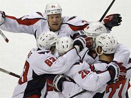 POSTUP JE N��. Nad�en� hokejist� Washingtonu pot�, co vy�adili Boston.