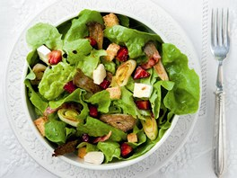 Salát s opečeným pórkem a jahodami