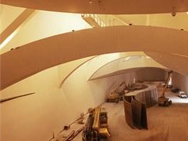 Skulptura Richarda Serry byla vytvořena pro velkou galerii, musela být