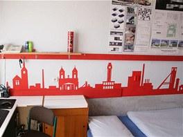 Student Vysok� �koly b��sk� si vyzdobil kolejn� pokoj siluetou b�val�ho
