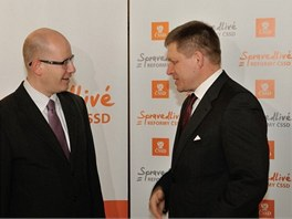 Český premiér Bohuslav Sobotka a slovenský premiér Robert Fico.