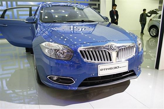 Brilliance H530 zpředu připomíná BMW. A tato automobilka opravdu BMW pro čínský...
