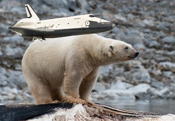 Raketoplán Enterprise cestoval na zádech ...