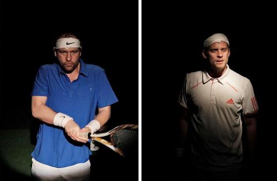 Marek Taclík a David Prachař v tenisové inscenaci Federer - Nadal