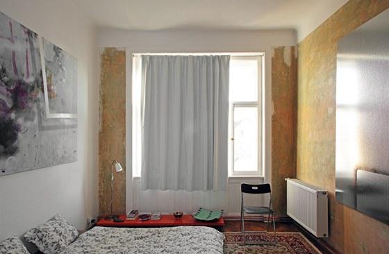 """V celém bytě i v ložnici mají všechny věci okolo sebe dost """"vzduchu"""", aby"""