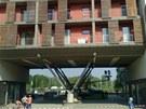 Část nosné konstrukce evakuovaného domu v pražských Holešovicích.