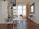 Pracovna je v dispozici zařazena mezi ateliér a obývací pokoj. Lehké rolety