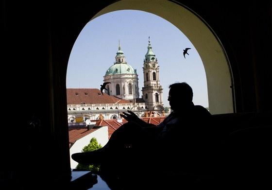 Kancelář má Vladimír Dlouhý nádherně situovanou v centru Prahy.